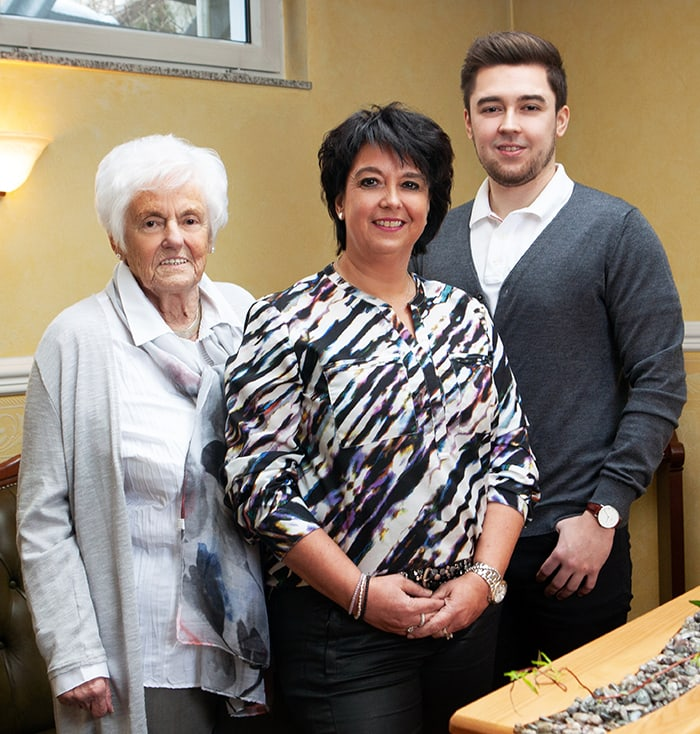 drei generationen der keusen familie im familienunternehmen bestattungen keusen